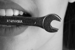 Zahnimplantat: Keramik oder Titan?